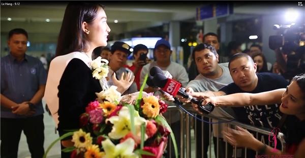 Lệ Hằng được CNN phỏng vấn khi vừa đặt chân đến Philippines
