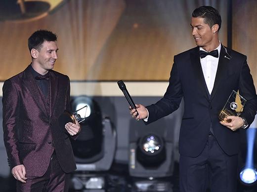 Anh cùng Lionel Messi là hai cầu thủ có lương cao nhất thế giới.