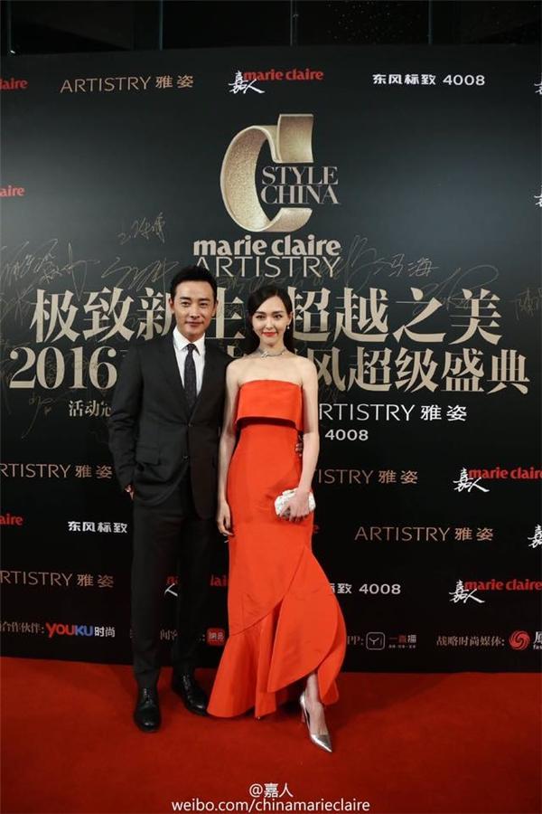 La Tấn và Đường Yên lần đầu xuất hiện cùng nhau kể từ khi công khai tình cảm,cặp đôi có nhiều cử chỉ ngọt ngào trên thảm đỏ khiến nhiều người ngưỡng mộ.