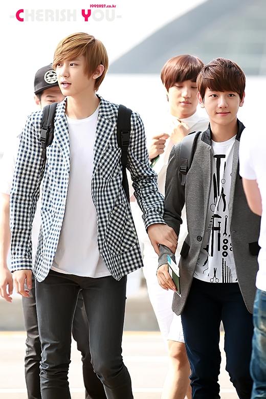 """Nhìn Beakhyun như một cậu em được Chanyeol bảo vệ.Với chiều cao """"khủng"""", Chanyeol sẵn sàng làm một lá chắn an toàn cho bất kỳ thành viên nào của EXO, nhất là anh chàng D.O nhỏ con, thường bị chọc ghẹo."""