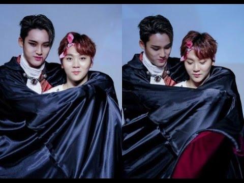 Nhiều fan hẳn rất ghen tị với Seungkwan khi được ma cà rồng điển trai Mingyu dùng áo choàng lãng mạn ôm từ phía sau thế này nhỉ.