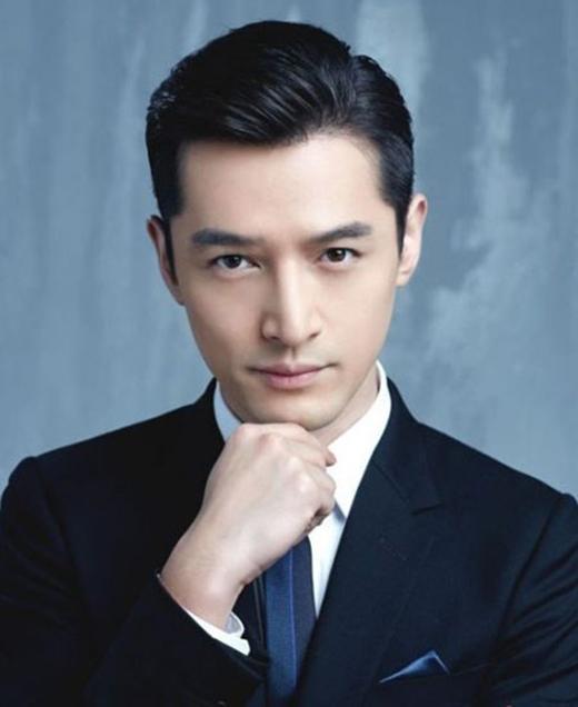Thành công nối tiếp thành công, anh trở thành gương mặt đại sứ du lịch cho Thượng Hải và là người có tầm ảnh hưởng đến làng giải trí Hoa Ngữ do tờ báo uy tín bình chọn.