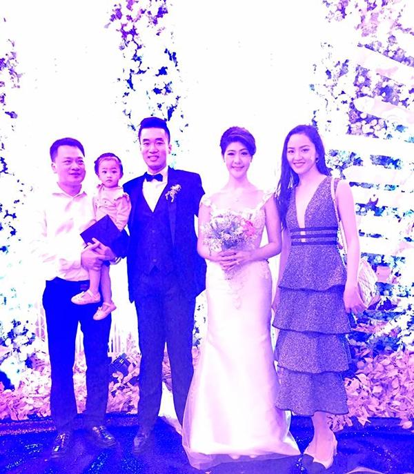 Bạn gái cũ Trương Thế Vinh khoe giọng hát cực hay trong đám cưới