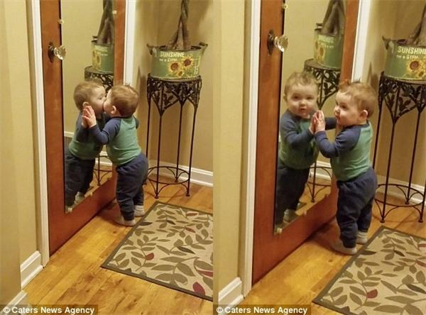 Bạn đã biết cách tự yêu bản thân mình như chú bé 1 tuổi này chưa?