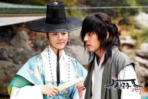 Song Joong Ki và Yoo Ah In là cặp mỹ nam bạn thân đình đám góp mặt trong bộ phim nổi bật màn ảnh xứ Hàn -Sungkyunkwan Scandal. Cả hai diễn xuất ăn ý và hay tới nổi giải thưởng dành cho Cặp đôi đẹp nhất của KBS Award 2010 cũng lọt vào tay 2 anh chàng này.
