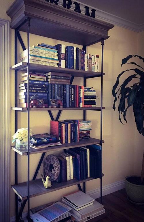 """Vốn là người rất thích đọc sách và đam mê tìm tòi, học hỏi cũng như khám phá những điều mới lạ, nữ MC """"không tuổi""""đã dành hẳn một không gian riêng biệt trong cơ ngơi xa hoa để tận hưởng sở thích tao nhã này. Kỳ Duyên từngbày tỏ rằng cô cảm thấysự tiếc nuối khi không có chỗ để lưu giữ tất cả những cuốn sách mà côtâm đắc. - Tin sao Viet - Tin tuc sao Viet - Scandal sao Viet - Tin tuc cua Sao - Tin cua Sao"""