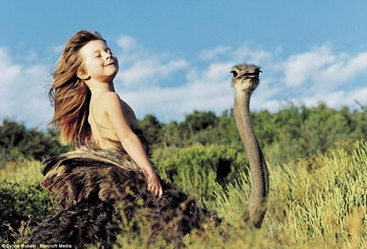 ...Vui vẻ trên lưng đà điểu Linda ở Nam Phi...