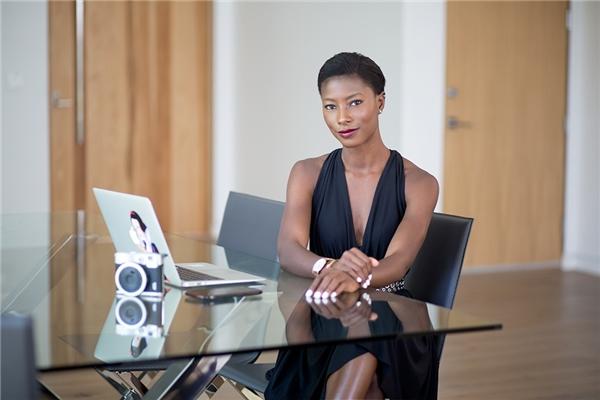 Deddeh Howard là một sinh viên y khoa 27 tuổi, đồng thời là người mẫu, blogger tại Los Angeles.