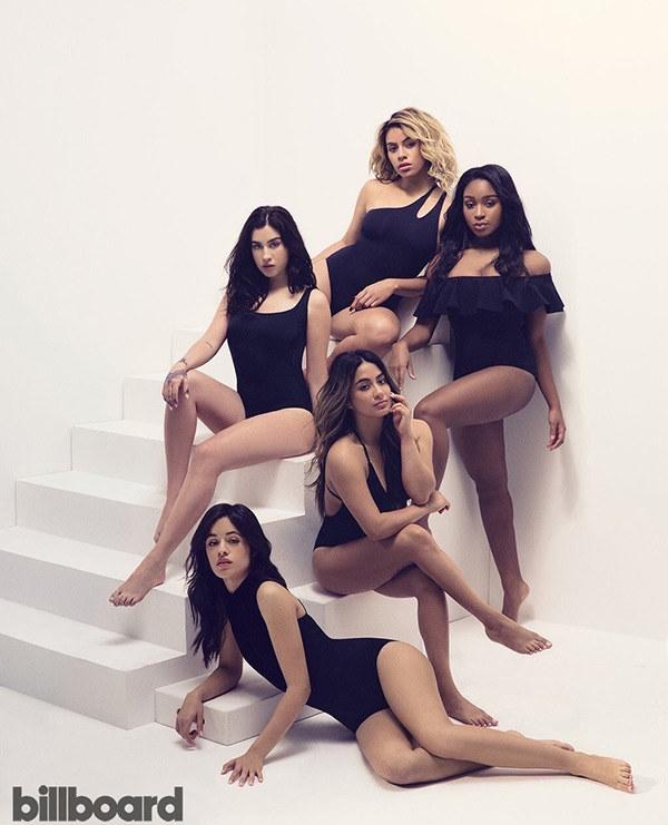 Người xem vẫn cứ thắc mắc mãi về đôi chân của Ally Brooke (Fifth Harmony). Trong bức hình này, nàng có tới hai chân phải.