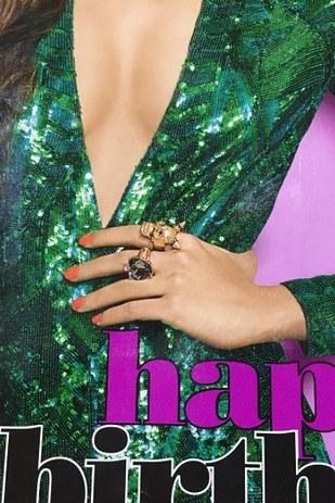 Diễn viên Ấn Độ Alia Bhatt có một bàn tay thảm họa trên bìa tạp chí Cosmopolitan India số tháng 9.