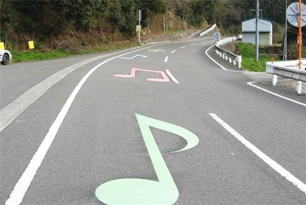 Có một số con đường phát ra tiếng nhạc khi bạn lái xe trên đó, rất thư giãn và thoải mái.