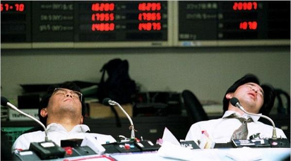 Cuối cùng, người Nhật cho phép nhân viên được ngủ thoải mái trong giờ làm việc, đặc biệt là sau bữa trưa, vì họ cho rằng đó là một nhu cầu cần thiết của mỗi người và chống cự lại nó thì cũng không ích gì.