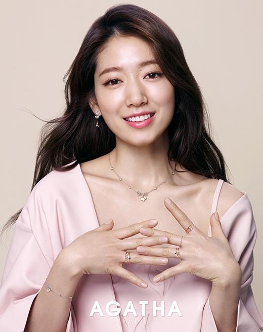 Park Shin Hye là một diễn viên nổi tiếng, vốn xinh đẹp ngọt ngào cô còn sở hữu trái tim nhân hậu. Đó là những lý do khiến Shin Hye được khán giả yêu mến trên khắp châu Á.