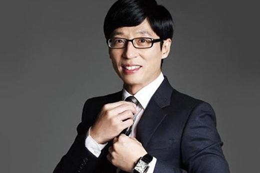 Được mệnh danh là MC Quốc dân. Tuy vẻ ngoài không hào hoa, Yoo Jae Suk chinh phục khán giả bởi tính cách hài hước, cách dẫn chương trình duyên dáng và hơn hết là tấm lòng của nghệ sĩ.