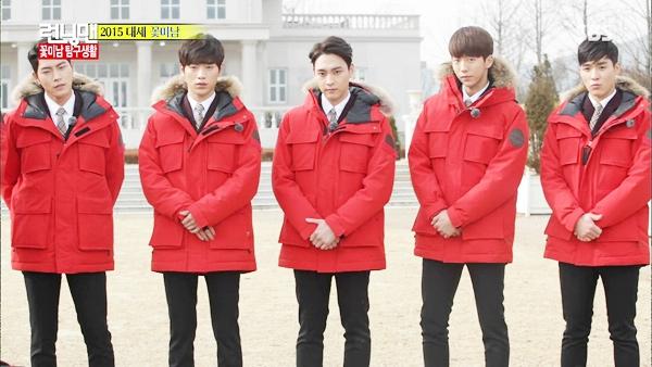 Seo Ha Joon đứng bên góc phải bức hình trong một lần tham gia ghi hình cho Running Man.