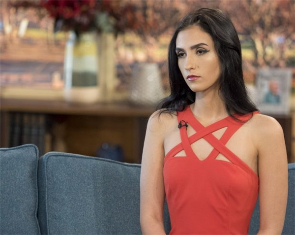 Cô gái 18 tuổi gây sốc khi rao bán trinh tiết trên sóng truyền hình