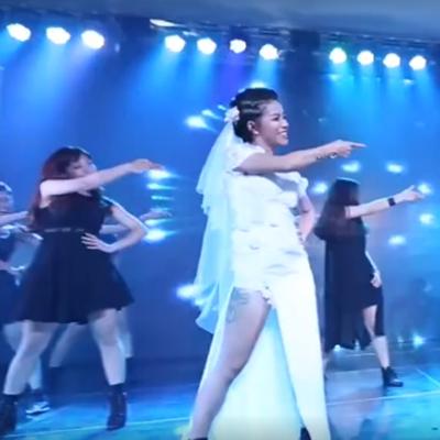 Cô dâu Thy Trần vốn là một dancer chuyên nghiệp nên mọi ngườikhông lạ gì trước khả năng nhảy vô cùng điêu luyện của Thy. Cô nàng xinh đẹp này còn là biên đạo chính Võ nhạc của đội tuyển quyền Taekwondo Việt Nam.