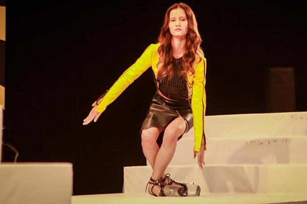 """Khi mẫu Việt cũng phải """"chào thua"""" với giày cà kheo 25 cm"""