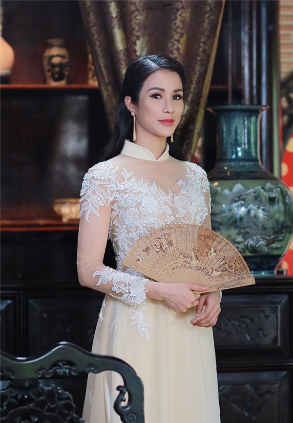 Diệp Lâm Anh kiệt sức khi thay liên tục 10 bộ trang phục - Tin sao Viet - Tin tuc sao Viet - Scandal sao Viet - Tin tuc cua Sao - Tin cua Sao