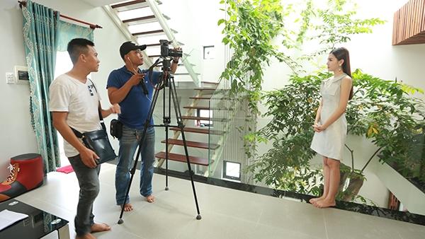 Tuy nhiên, mới đây Ngọc Duyên vừa khiến không ít fans bất ngờ khi cô xuất hiện với vai trò mới trên sóng truyền hình. - Tin sao Viet - Tin tuc sao Viet - Scandal sao Viet - Tin tuc cua Sao - Tin cua Sao