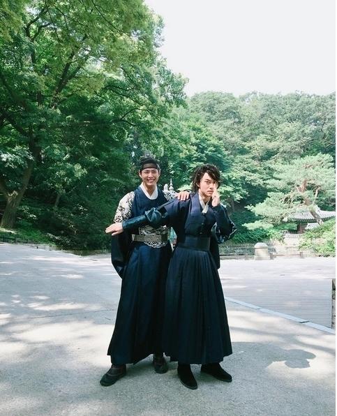 """Những """"cặp đôi"""" mĩ nam màn ảnh Hàn khiến nữ chính bị ra rìa"""