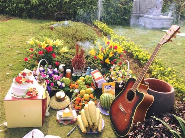 Xúc động khi nhạc mừng sinh nhật ấm áp vang bên mộ NS Trần Lập - Tin sao Viet - Tin tuc sao Viet - Scandal sao Viet - Tin tuc cua Sao - Tin cua Sao