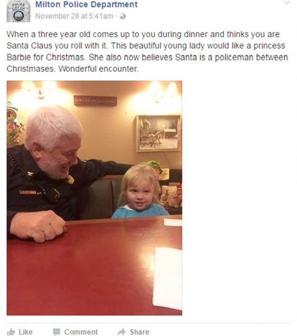 """Cô gái nhỏ và """"Ông già Noel"""" đã có một buổi trò chuyện thú vị. (Ảnh: Facebook)"""