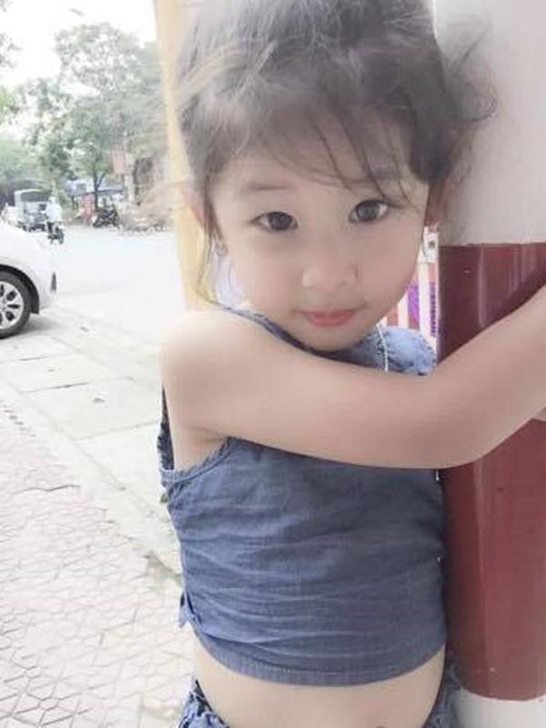 Những khoảnhkhắc đáng yêu của cô bé được ba mẹ thường xuyên ghi lại.(Ảnh: NVCC)