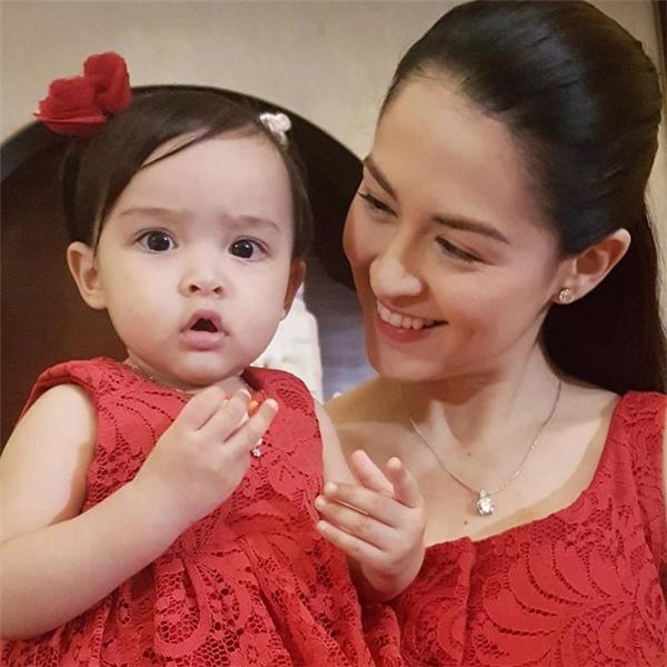 Tháng 11 năm ngoái họ chào đón cô con gái đầu lòng Zia.