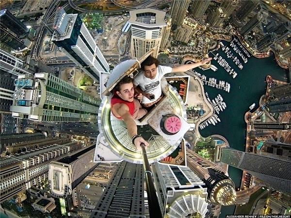 Tháp Princess Tower ở Dubai thường là địa điểm tự sướng ưa thích của những người trẻ liều lĩnh.