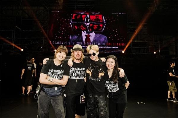 Hình ảnh ekip Joseph Kwon trong tour lưu diễn thế giới của G-Dragon 2013.