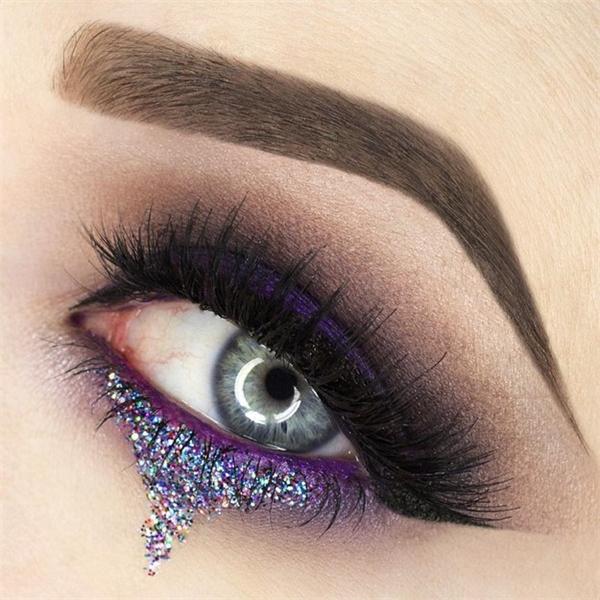 Dù thế nào thì bạn cũng nên cẩn thận đừng để kim tuyến rơi vào mắt, nhưng có lẽ cẩn thận cũng bằng thừa thôi.