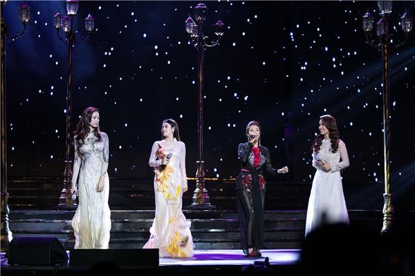 Không chỉ đảm nhiệm vai trò MC, cô còn tham gia trình diễn trên sân khấu cùng dàn mỹ nữ như Trương Kiều Diễm, Tố My, Pha Lê. - Tin sao Viet - Tin tuc sao Viet - Scandal sao Viet - Tin tuc cua Sao - Tin cua Sao