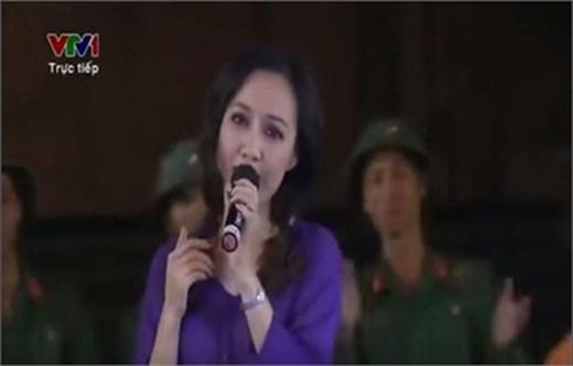 Ngay lập tức, video quay lại phần trình diễn của BTV Hoài Anh đã được chia sẻ rất rộng rãivà nhận được bão like từ cư dân mạng.