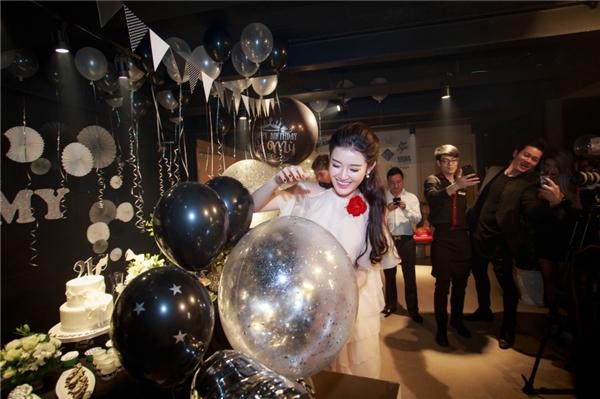Á hậu Huyền My chạy show chóng mặt trong ngày sinh nhật - Tin sao Viet - Tin tuc sao Viet - Scandal sao Viet - Tin tuc cua Sao - Tin cua Sao