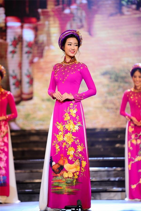 Hoa hậu Đỗ Mỹ Linh duyên dáng trong tà áo dài truyền thống. - Tin sao Viet - Tin tuc sao Viet - Scandal sao Viet - Tin tuc cua Sao - Tin cua Sao