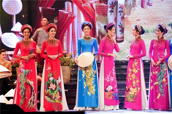 Đỗ Mỹ Linh xinh đẹp trong trang phục áo dài tại Duyên Dáng Việt Nam 28 - Tin sao Viet - Tin tuc sao Viet - Scandal sao Viet - Tin tuc cua Sao - Tin cua Sao