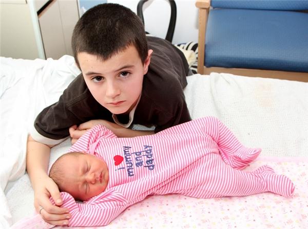 Thế nhưng không ngờ sau khi xét nghiệm DNA, người ta mới biết Alfiekhông phải là bố của đứa bé.