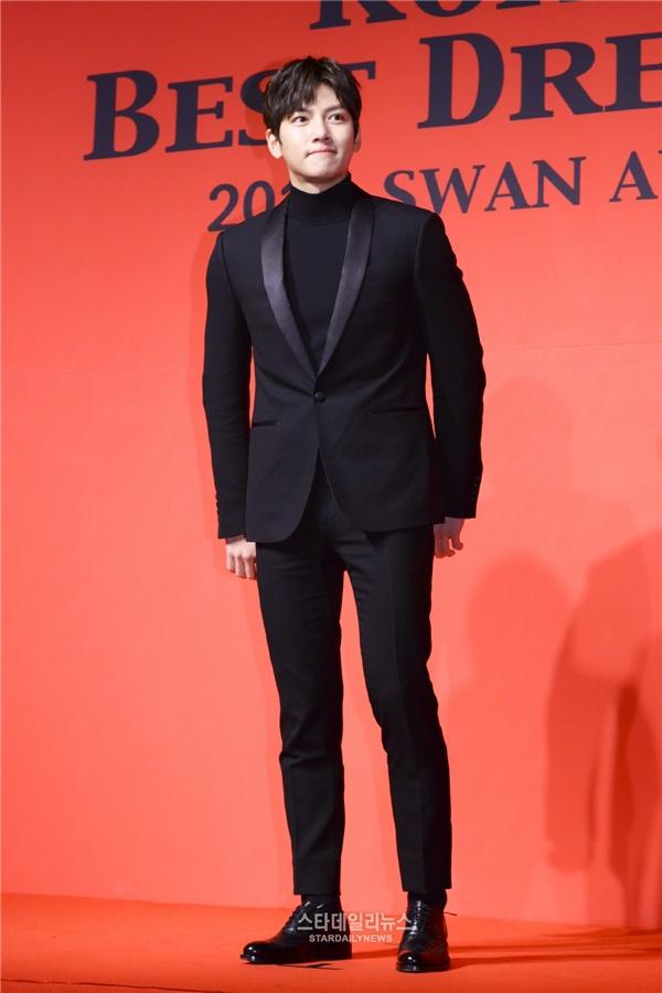 Ji Chang Wook và Yoona xuất hiện cực lung linh trên thảm đỏ