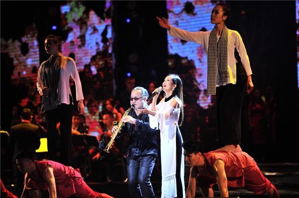 Diva Hồng Nhung kết hợp vớisaxophone Trần Mạnh Tuấn. - Tin sao Viet - Tin tuc sao Viet - Scandal sao Viet - Tin tuc cua Sao - Tin cua Sao