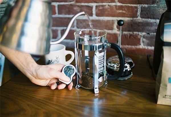 Rửa bình cà phê không khó như chúng ta nghĩ.(Ảnh: Internet)