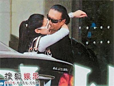 Bố Tạ Đình Phong lại... lên chức bố ở tuổi 80 với bạn gái 8X!