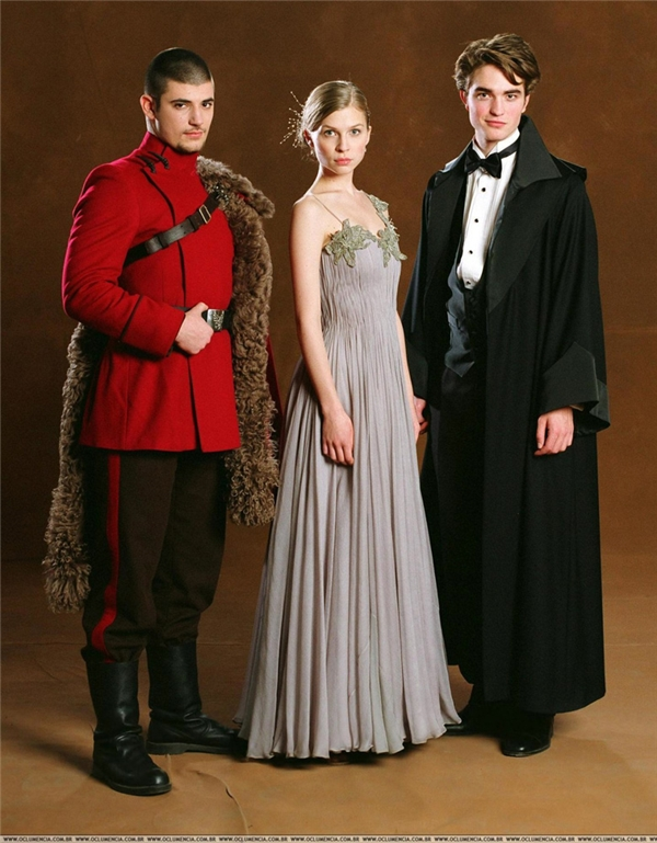 Krum cùng với Fleur Delacour của Học viện Pháp thuật BeauxbatonsvàCedric Diggory của trường Hogwarts tạo thành bộ ba quán quân tham dự kỳ thi Tam Pháp thuật tổ chức tại Hogwarts, tất nhiên là trước khi Harry Potter được Chiếc Cốc Lửa gọi tên.