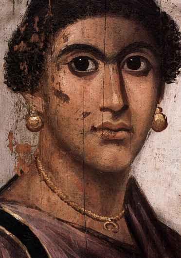 Người xưa thường dùng nhọ nồi để nối hai hàng lông mày lại với nhau và cho rằng như vậy trông ai cũng rất xinh đẹp.