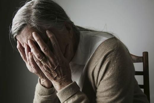 Theo khảo sát, 38% những người mắc chứng mất trí nhớ Alzheimer's cảm thấy khổ sở và stress nặng nhất vào mùa Giáng sinh - là dịp cả gia đình tụ họp bên nhau trong khi họ không nhớ nổi ai là ai nữa!(Ảnh minh họa)