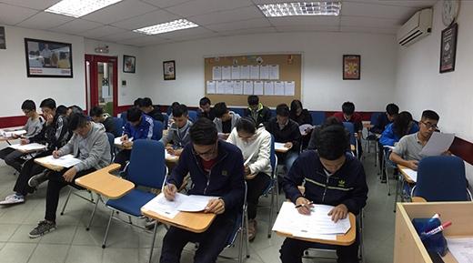 Sinh viên CNTT kiểm tra tư duy lập trình miễn phí tại Aptech (cơ sở 43 Kim Đồng).