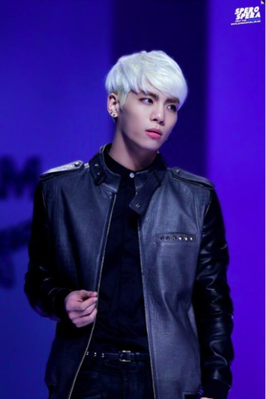 Tóc bạch kim chính là vũ khí hút fan của hàng loạt sao Hàn