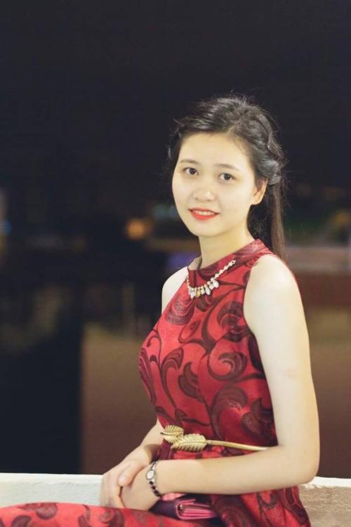 """Biểu cảm """"diễn sâu"""" của thí sinh Hoa khôi gây sốt cộng đồng mạng"""