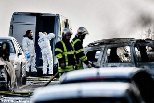 Bốn nghi phạm đã tấn công một chiếc xe bọc thép để cướp đi 70kg vàng.