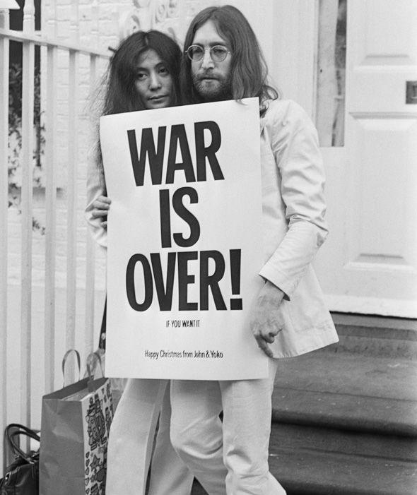 Huyền thoại âm nhạc John Lennon cùng vợ - Yoko Ono Lennon - là những nhà hoạt động hòa bình sôi nổi. (Ảnh: Internet)